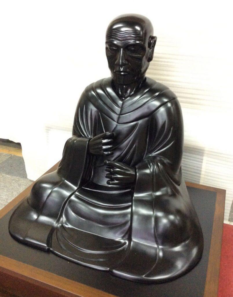 仏像の中塗り・仕上げ塗装